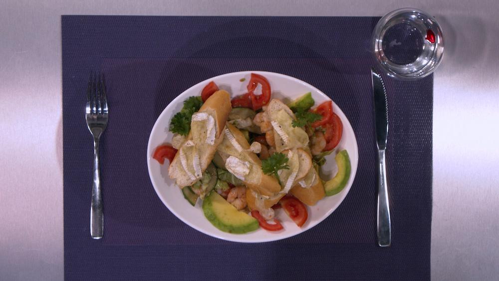 Tartine de chèvre, salade d'avocats du chef Dembaga dans Recettes d'Afrique