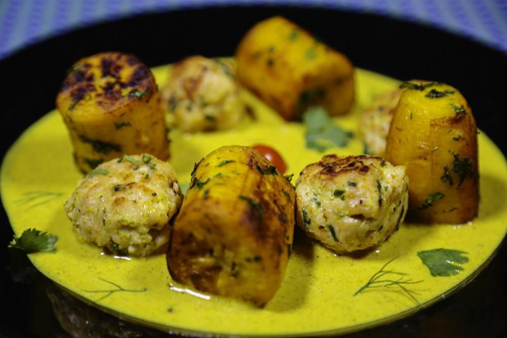 Plantain sautée aux herbes et son curry au poulet